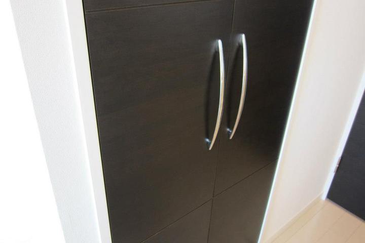 扉のシート(オレフィンシート廃番)の剥がれの補修
