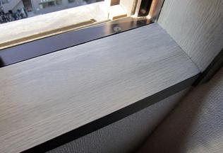 窓枠のシート(オレフィンシート)剥がれの補修