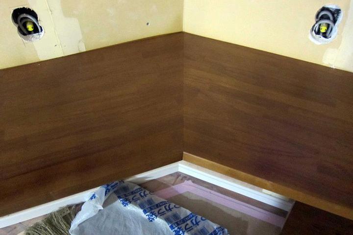 木製カウンター(ゴム集成材)の塗り替え、吹き付け塗装
